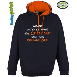 NEVER UNDERESTIMATE THE CRAZY GUY Kapuzen Hoodie